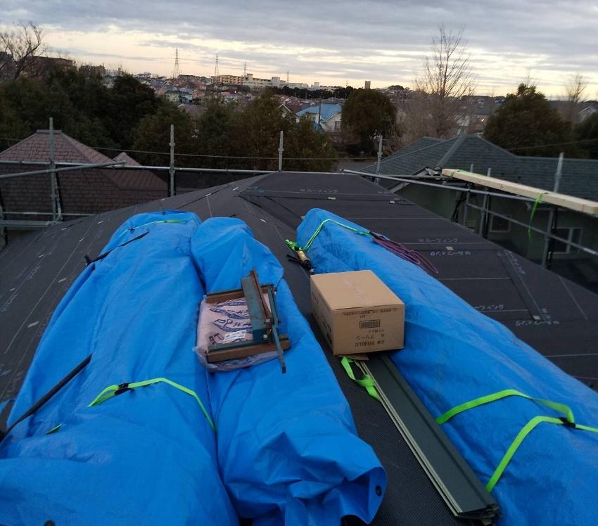 屋根材搬入